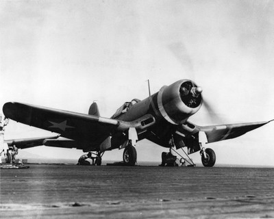 F4u1_vmf213_on_uss_copahee_1943_2
