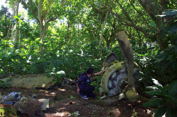 アンガウル島のコルセア戦闘機