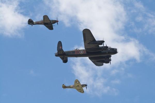 スピットファイアとランカスター爆撃機とハリケーン